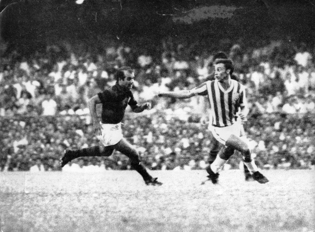f-02-1966-final-do-campeonato-estadual-bangu-3-x-flamengo-0-almir-corre-atras-de-ladeira